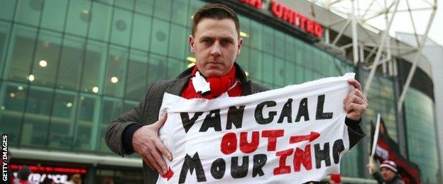 Some Manchester United fans made it clear who they wanted as their next boss