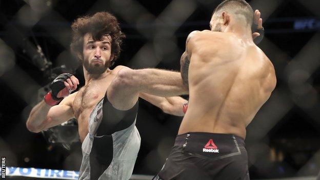 Zabit Magomedsharipov aims a kick at Brandon Davis