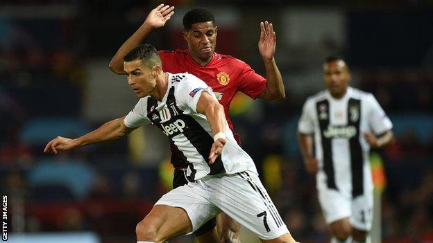 Rashford challenges Ronaldo during Manchester United's Champions League game against Juventus in 2018