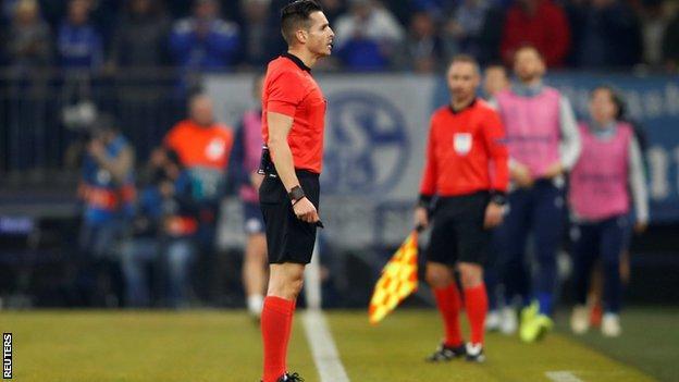 Referee Carlos del Cerro Grande