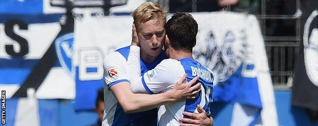 Mikael Forsell celebrates with Bochum