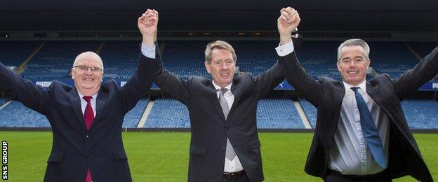 Dave King (centre), with John Gilligan and Paul Murray