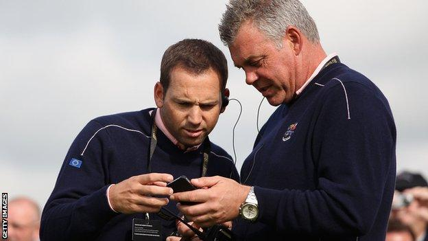Sergio Garcia in discussion with Darren Clarke at 2010 Ryder Cup