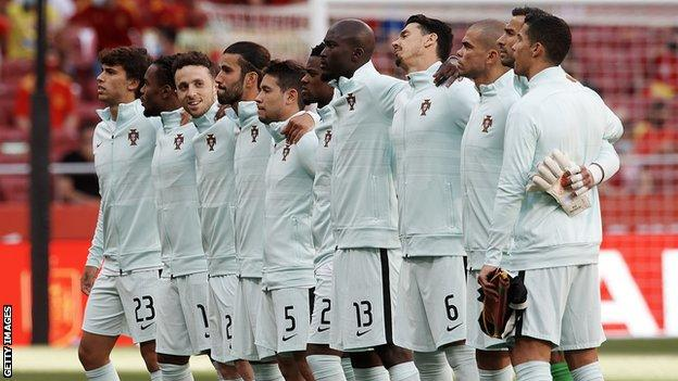 Portugal players sing the national anthem