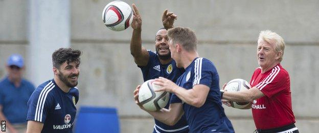 Gordon Strachan (right) has a laugh with his Scotland squad in training