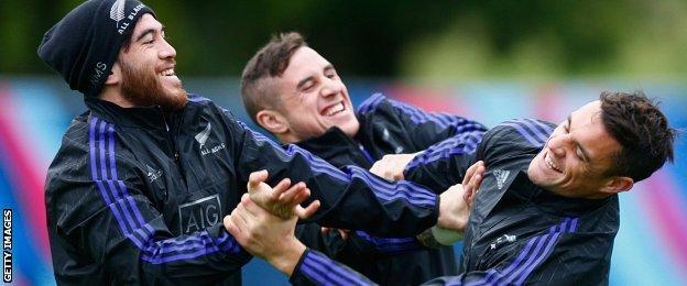 All Blacks wing Nehe Milner-Skudder, scrum-half TJ Perenara and fly-half Dan Carter enjoy a joke at training this week in London