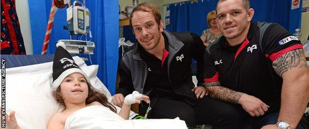 Alun Wyn Jones and Paul James on a visit to the children's ward at Morriston Hospital
