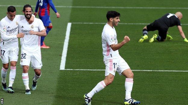 Marco Asensio (right)