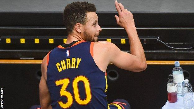 NBA: Stephen Curry scores 41 points as Golden State Warriors beat Milwaukee Bucks thumbnail