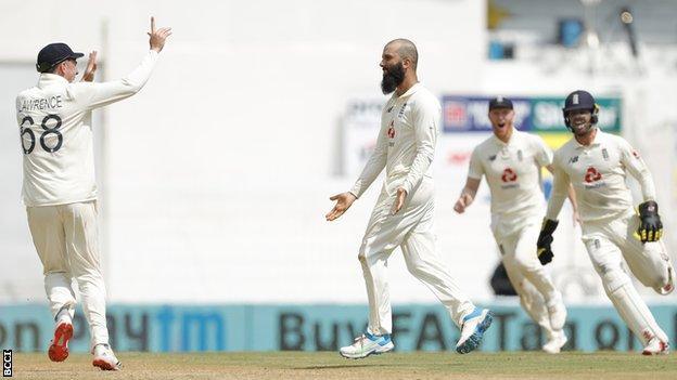 Moeen Ali celebrates dismissing Virat Kohli