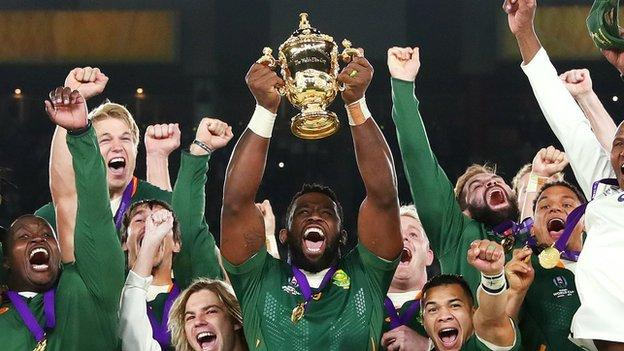 Siya Kolisi lifts the Webb Ellis trophy as South Africa win the Rugby World Cup