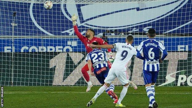 Alaves'de Real Madrid için Karim Benzema skoru