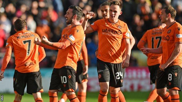 Dundee United's Nicky Clark (second left) celebrates the second goal