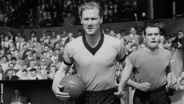 Bill Slater leads out the Wolves team