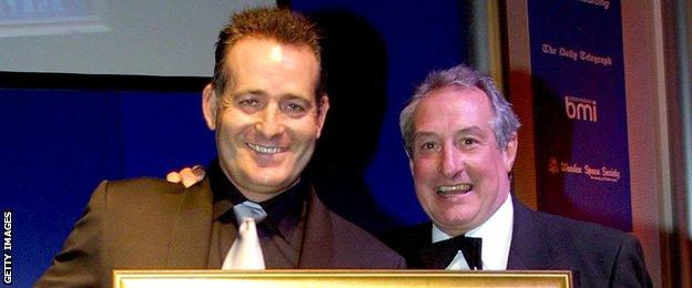 David Campese was inducted into rugby's hall off fame by Wales legend Gareth Edwards in 2001
