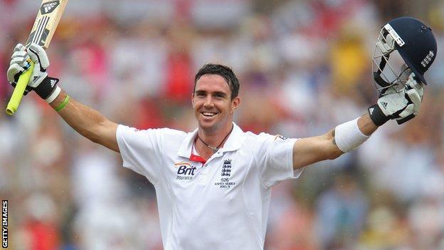 Kevin Pietersen celebrates a century
