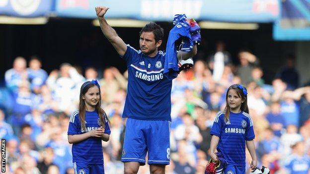 Frank Lampard waves to fans