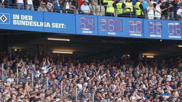 Hamburg had a clock to mark almost 55 years in the Bundesliga