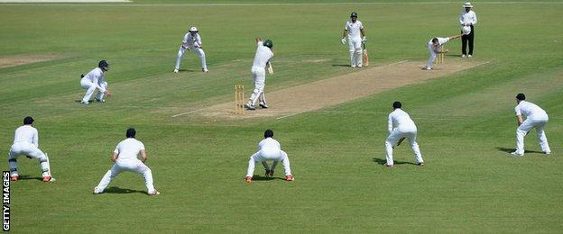 Mark Wood bowls to Khurram Manzoor