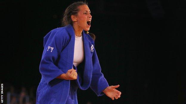 Kimberley Renicks celebrates her Commonwealth Games gold medal