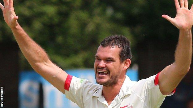 Clint McKay in action for Leicestershire