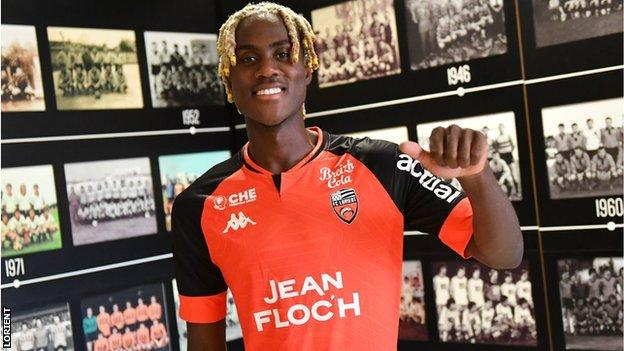 Trevoh Chalobah poses with his new Lorient shirt
