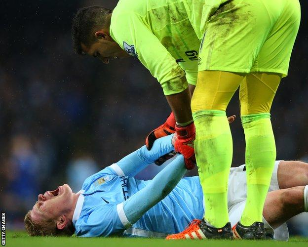 Joel Robles and Kevin de Bruyne