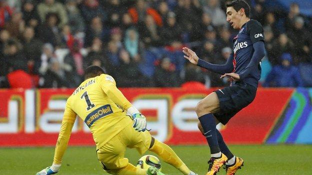 Angel di Maria misses a chance for Paris St-Germain
