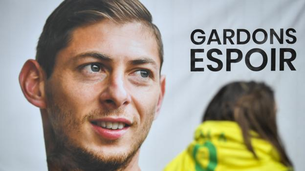 Emiliano Sala: Agent who booked Cardiff City striker's flight reveals text messages thumbnail