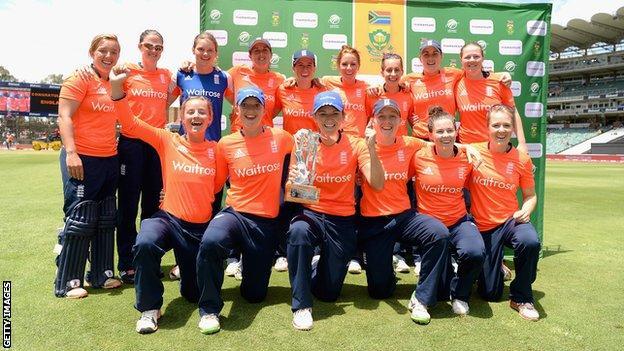 Engladn women celebrate their T20 series victory