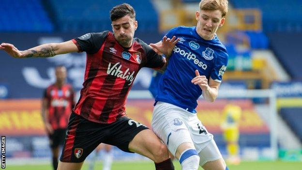 Diego Rico challenges Anthony Gordon for the ball