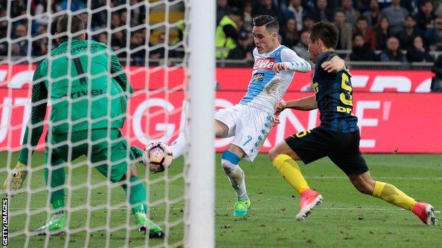 Jose Callejon scores for Napoli away to Inter Milan