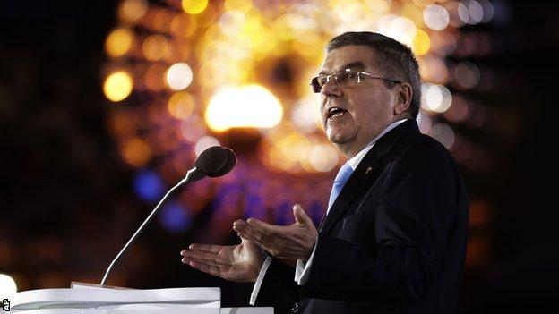 Thomas Bach delivering a speech at the Rio Olympics closing ceremony