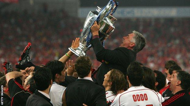 Carlo Ancelotti lifts the Champions League trophy in 2007