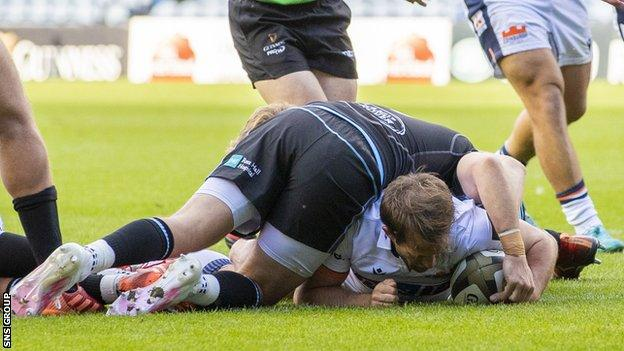sports Nic Groom scored Edinburgh's first try from close range