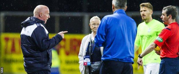 Falkirk manager Peter Houston makes his feelings known to referee Alan Muir at half-time