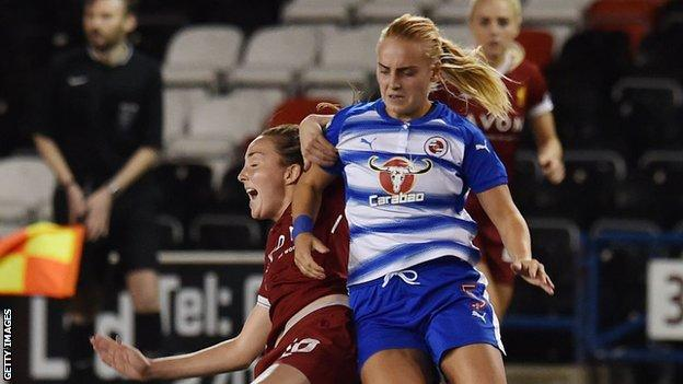 Molly Bartrip playing for Reading