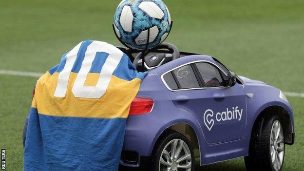 A special remote control car drove the match ball onto the pitch