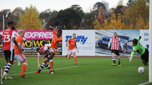 Joe Dodoo scores for Blackpool