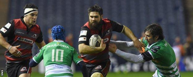 Cornell Du Preez takes on the Treviso defence