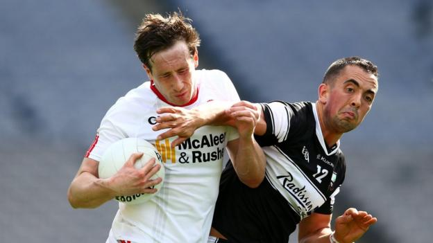 Colm Cavanagh and Neil Ewing contend for possession as Tyrone defeat Sligo by a seven-point margin to ensure a quarter-final game against Monaghan