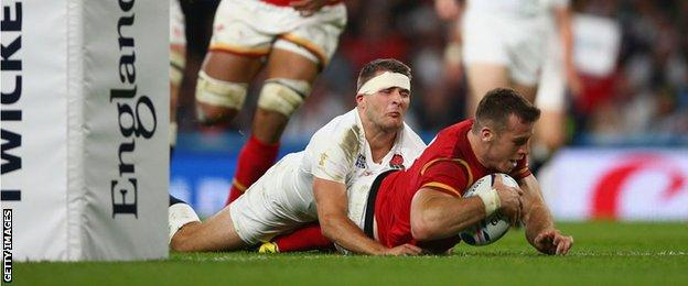 Gareth Davies scores a try for Wales against England