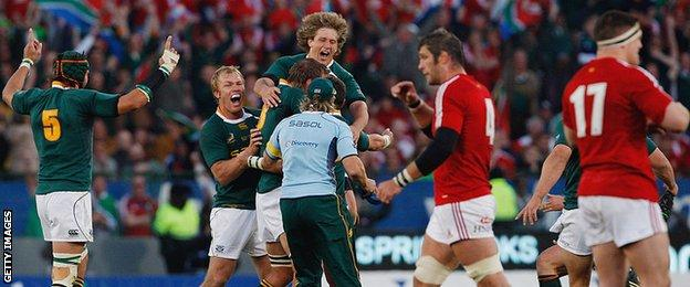 Morne Steyn kicks the decisive penalty against the Lions in 2009