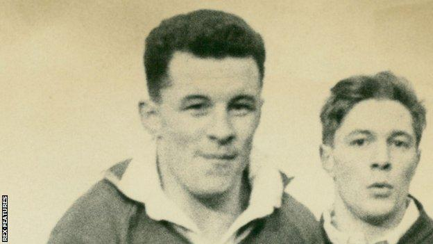 John Mantle (L) in Wales rugby union training in 1964
