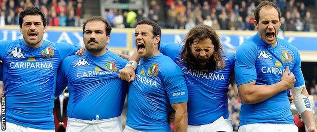Andrea Masi y el resto del equipo italiano