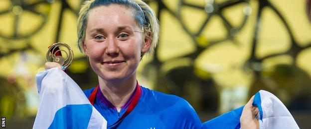Katie Archibald celebrates her bronze medal at the Commonwealth Games