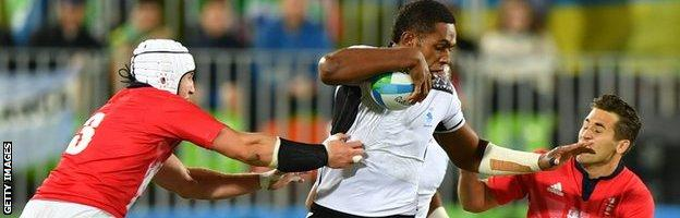 Viliame Mata carries ball for Fiji Sevens against Great Britain