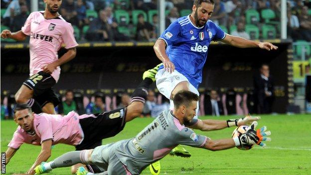 Juventus forward Gonzalo Higuain in action against Palermo goalkeeper Josip Posavec