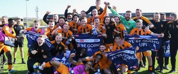 Hull City celebrate promotion back to the Championship