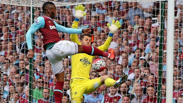 Lucasz Fabianski denies West Ham's Diafra Sakho